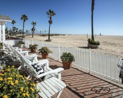 Beautiful Beach Front Home - Balboa Peninsula
