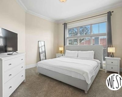 West Home- Midtown Condo with Pool and Gym! - Old Fourth Ward