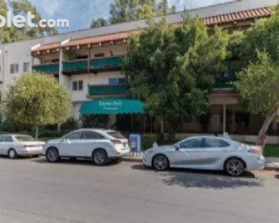 $2000 2 townhouse in San Fernando Valley