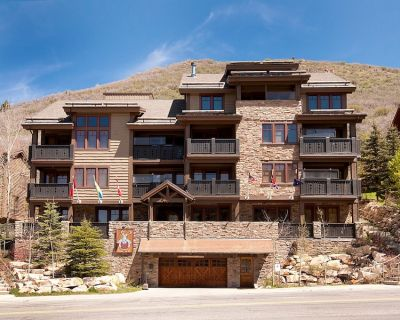 Red Stag Lodge 402 -- 5 Star Review and Quick Walk to Lifts - Park City