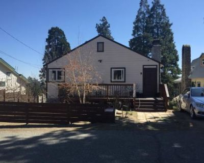 Panoramic Mountain View Cabin With Wood Burning Fireplaces & Natural Light, Crestline, CA