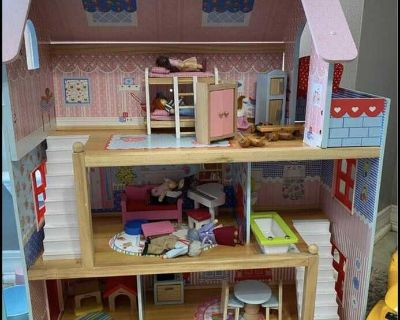 Kidkraft doll house with family and accessories