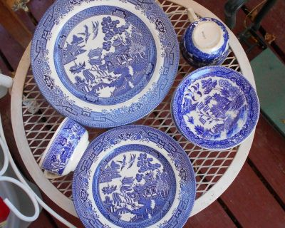 15 piece Blue willow dishes England and Japan