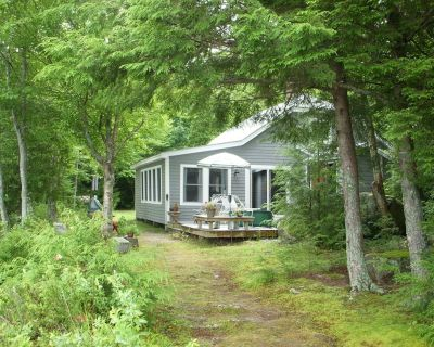 Classic Maine Cottage on a Wonderful Waterfront Location - Ellsworth