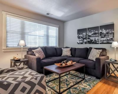S-202 Large 2 Bedroom 2 Bath. Two King Beds. Awesome Plaza location! - Plaza Westport