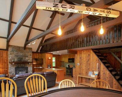 Gorgeous chalet in the woods - Locust Lake Village