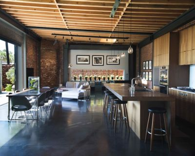 STUNNING ARCHITECTURAL INDUSTRIAL LOFT W/ POOL ONE BLOCK TO THE BEACH - Venice
