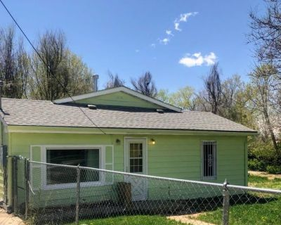 Old Town Longmont House & 1/3 Acre Fenced Yard - Longmont