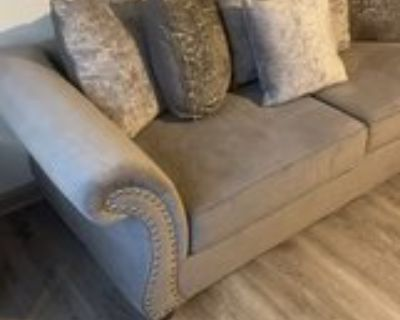 3pc sofa , coffee table and side table