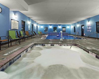Queen Suite | Free Daily Breakfast, Indoor Pool + Fitness Center - Amarillo
