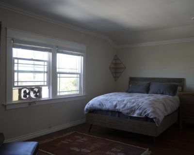 Remodeled rooms available for rent in Koreatown