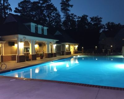 Townhome for 6 Close to Busch Gardens & Water Country, Indoor & Outdoor Pools - York