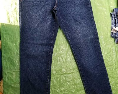 Women's size 4p crop jeans