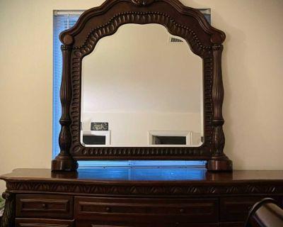 King Sleigh Bed/Dresser & Mirror
