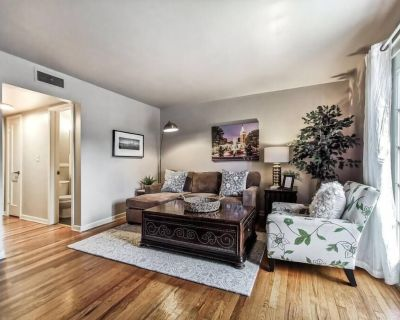 M 07-3W Great Location! King Bed! Walk to Plaza! - West Plaza