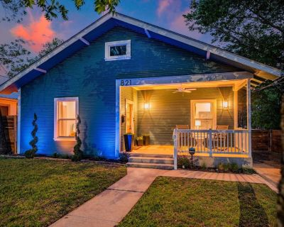 Beautifully appointed, newly remodeled, 2 bed, 2 bath luxury cottage with large outdoor area. - Kerrville