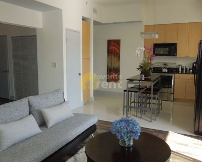 Waterfront, Long Beach 2 bedrooms condo, walk to the beach