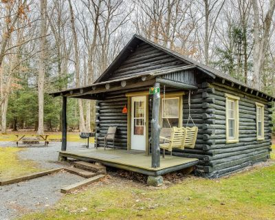 New listing! Adorable cabin in the woods w/ full kitchen, firepit, & porch! - Oakland