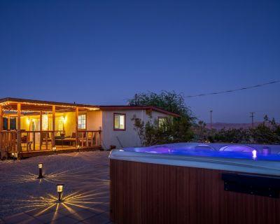 JT Desert Escape - Hot Tub, pool, fire pit & BBQ - Joshua Tree
