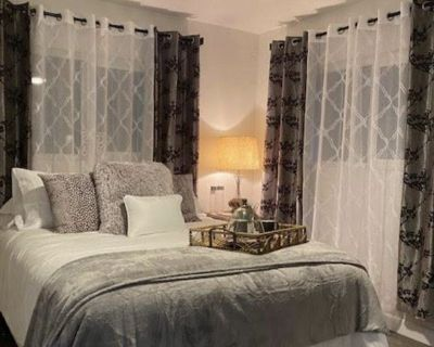 Cozy Master bedroom furnished a couple blocks froh