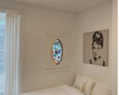 203 Spadina Road #205, Toronto, ON M5R 2T9 Studio Apartment