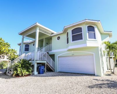 Paradise has been found in this gem of a home at 21171 Noddy Tern. The minute you walk through the front door you will want to drop your bags and start your vacation. - Mid Island