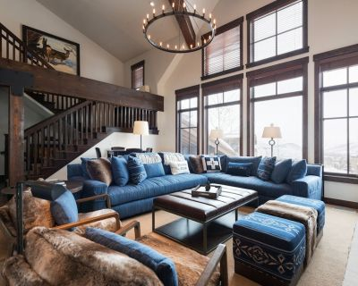 Chic family friendly cottage, Silver Star #40, with funicular to slopes and private hot tub - Downtown Park City