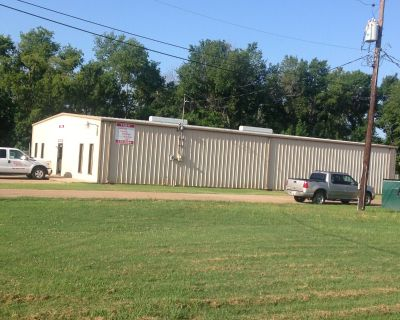 4000 SF Building For Lease