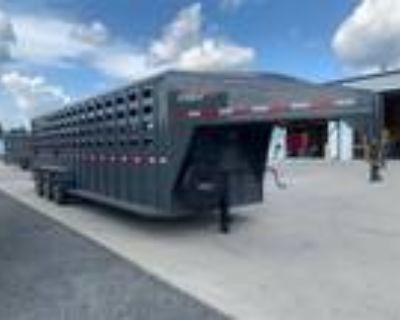 2022 Maxxim Industries Eagle 28' Tri-axle Livestock Trailer - IN STOCK! Stock