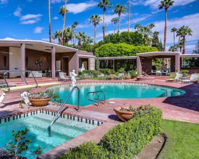 Palatial estate with private pool, hot tub, tennis court, and outdoor kitchen! - Old Las Palmas