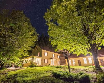 Pumpkin Hollow House, Hot Tub, Private brook, pool table, recently updated - Intervale