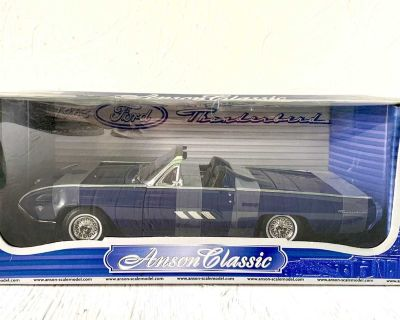 Anson Classic 1963 Ford Thunderbird Convertible 1:18 Scale Diecast Car Model Blue