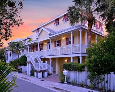 Spacious Waterfront 4 Bedroom Home With Private Heated Pool - Key West