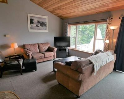 Take in Lake Superior Breathtaking Views! Centrally Located With a Sauna - Gay