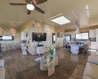 New Hilltop Casita in the Foothills With Surrounding Mountain and City Views! - Flecha Caida Ranch Estates