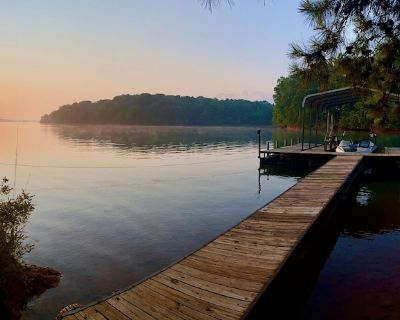 Lakefront gem on Quiet Hartwell Cove With Private Dock - Reed Creek
