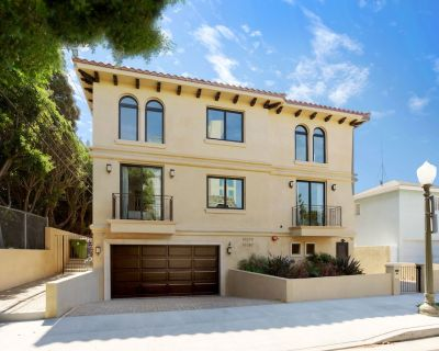 Upscale Large Townhouse In The Heart Of Century City - Century City