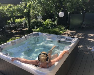 Hot tub After a Long Day? - Old Town Historic District