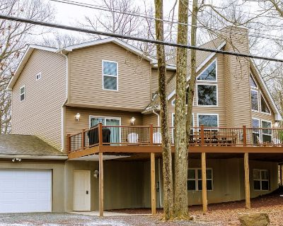 AWESOME 8 BEDROOM - Pool Table, Shuffleboard, Large Deck, Fire Pit - Lake Harmony Estates