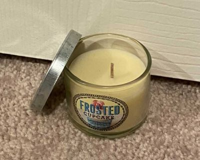 Bath and Body Works Frosted Cupcake mini candle