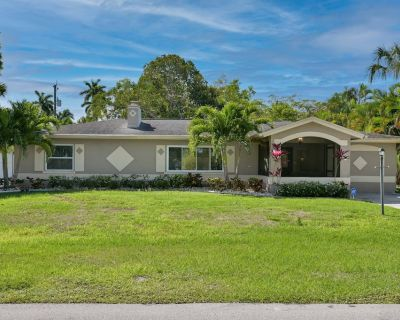 Florida pool home near Historic Fort Myers River District - Fort Myers