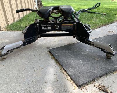 5th wheel hitch RAM puck system