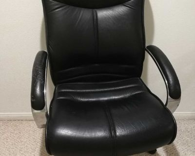 Large swivel chair with comfy seats