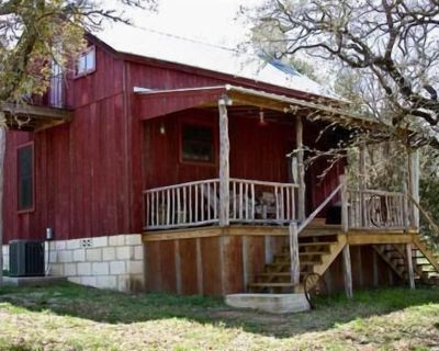 Secluded Rustic Cabin Close To E-Rock, Willow City Loop, Bell Mountain Winery - Willow City
