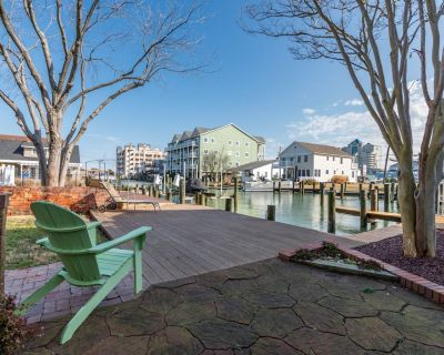 Waterfront Retreat 2 Kitchens, 3 Living Areas & AC Firepit & Dock - Ocean City
