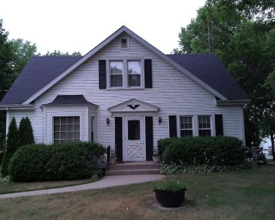 Large Charming Water Front Home on Powers Lake, Boat Lift Included, Easy Access - Powers Lake
