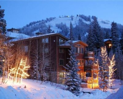 Walk to lifts & dining! Great value in Silver Lake w/ hot tub, heated pool, WiFi - Park City