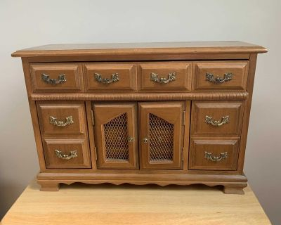 Wood Jewelry Box with I big drawer and 3 smaller drawers and 2 pullouts for rings