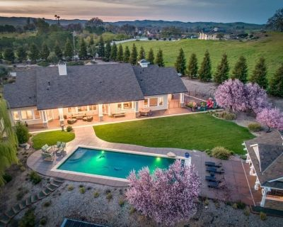 Frontier Farmhouse - Luxe 6BR/3BA on Westside Paso with pool, hot tub and game room - Templeton