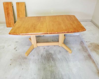 Lovely Dining Table (59.5 long x 34.5 wide x 28.75 high)